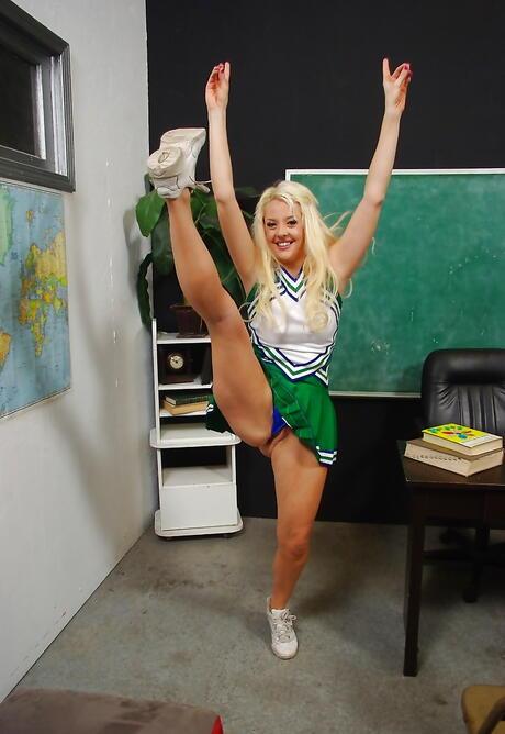 Cheerleader Milf Porn