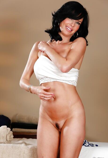 Undressing Milf Porn