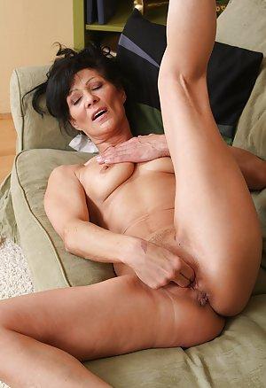 Masturbating Milf Porn